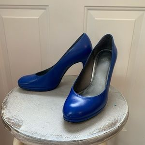 Electric blue Stuart Weitzman heels